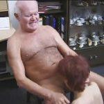 Neta fazendo sexo com Vovô