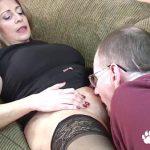 Sexo amador com coroa bucetuda HD