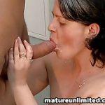Sexo no Banheiro com Coroa Safada